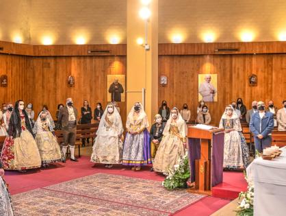 Ofrenda en la parroquia de Santiago Apóstol.